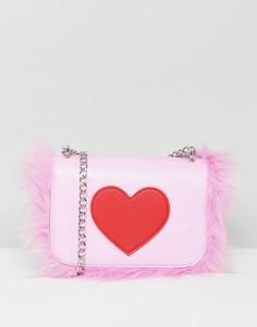 Сумка через плечо с сердцем и отделкой искусственным мехом Skinnydip - Розовый