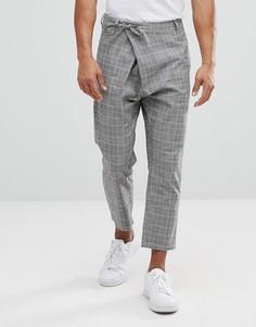 Зауженные брюки в клетку с асимметричным передом ASOS - Серый