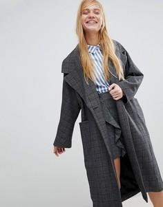 Пальто с принтом в клетку Monki - Серый