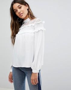 Блузка с высоким воротом и оборками Fashion Union - Белый