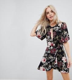 Платье с цветочным принтом и вырезом Boohoo Petite - Мульти