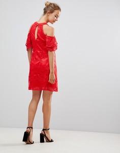 Кружевное платье А-силуэта с вырезами на плечах Little Mistress - Красный