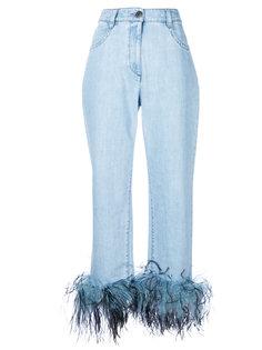 джинсы с отделкой перьями  Prada
