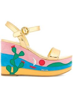 сандалии на танкетке с аппликацией Prada