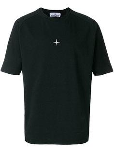 футболка с вышитым логотипом  Stone Island