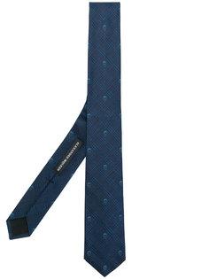 галстук с принтом черепов Prince of Wales Alexander McQueen