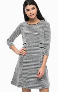 Приталенное платье с рукавами 3/4 More & More