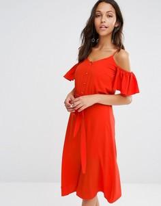 Платье на пуговицах с рюшами и открытыми плечами River Island - Красный
