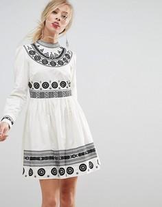 Короткое приталенное платье с вышивкой ASOS PREMIUM - Мульти