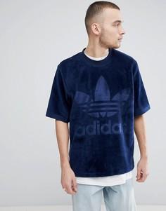 Темно-синяя велюровая oversize-футболка adidas Originals adicolor CW1326 - Темно-синий