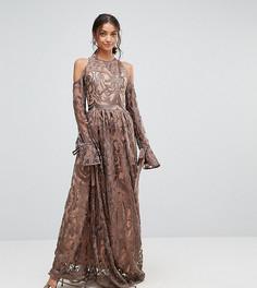 Платье макси с открытыми плечами и вышивкой True Decadence Tall Premium - Серый