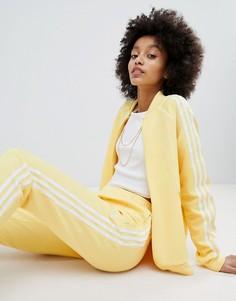 Желтая спортивная куртка с отделкой тремя полосками adidas Originals adicolor - Желтый