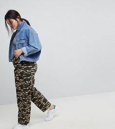 Камуфляжные брюки ASOS CURVE BREE - Зеленый