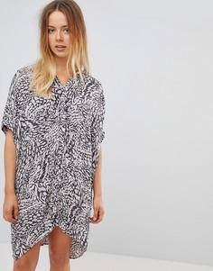 Свободное платье-рубашка с принтом Vero Moda - Розовый