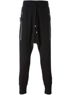брюки с заниженной шаговой линией  Unconditional