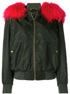 куртка-бомбер с капюшоном и мехом енота Mr & Mrs Italy