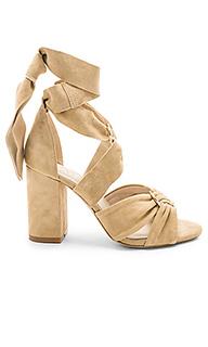 Сандалии на каблуке sebastian - RAYE