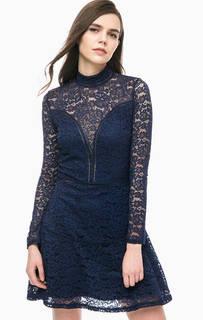Кружевное платье с воротником-стойкой Guess