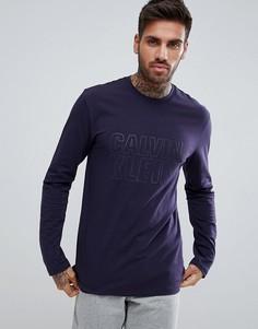 Футболка классического кроя с длинными рукавами и логотипом Calvin Klein - Темно-синий
