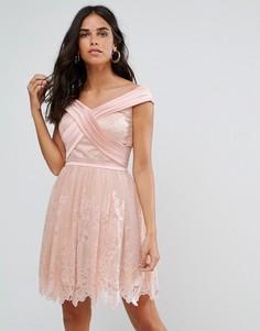 Кружевное платье мини с вырезом лодочкой Forever Unique - Розовый