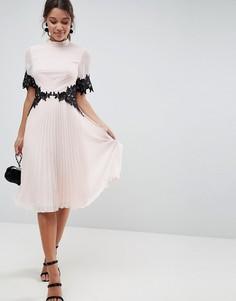 Платье миди с кружевной отделкой и плиссированной юбкой ASOS - Розовый