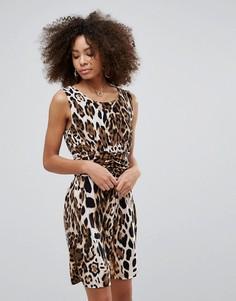 Платье-футляр с леопардовым принтом QED London - Коричневый