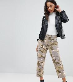 Широкие розовые брюки с камуфляжным принтом ASOS PETITE - Мульти