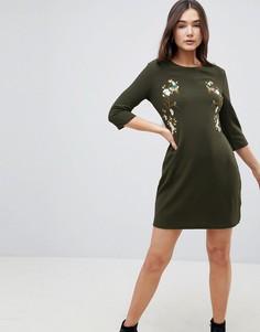 Платье с вышивкой QED London - Зеленый