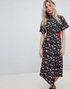 Асимметричное платье с цветочным принтом, запахом и контрастной вставкой Influence - Мульти