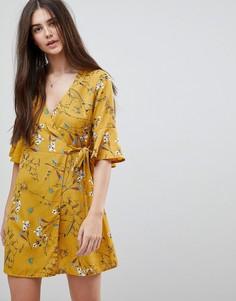 Платье с цветочным принтом и запахом Girls On Film - Желтый