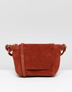 Замшевая сумка через плечо с откидным клапаном ASOS - Красный