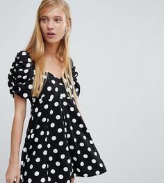Приталенное платье в горошек со свободной юбкой Monki - Черный
