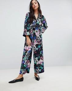 Широкие брюки с цветочным тропическим принтом Monki - Мульти