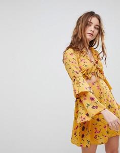 Чайное платье с вырезом и цветочным принтом Glamorous - Желтый