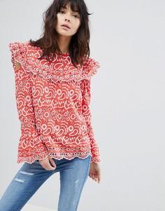 Блузка с вышивкой ришелье и вырезами на плечах River Island - Красный