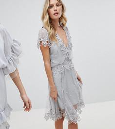 Эксклюзивное платье мини в горошек с вышивкой Stevie May - Синий