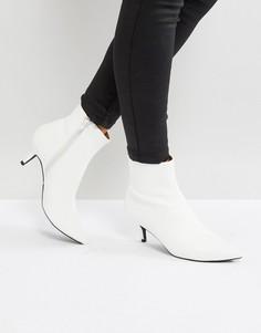 Белые полусапожки на каблуке-рюмочке RAID - Белый