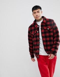 Куртка в стиле вестерн из искусственного меха в красную клетку ASOS - Красный