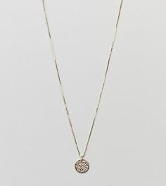 Позолоченное серебряное ожерелье с тисненым диском DesignB London - Золотой