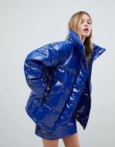 Блестящая дутая куртка Monki - Синий