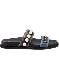 сандалии с ремешками с отделкой из искусственного жемчуга Fendi