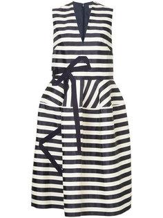платье в полоску с аппликацией в виде банта Delpozo