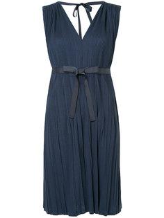 плиссированное платье с V-образным вырезом Han Ahn Soon
