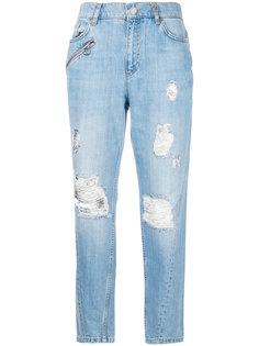 джинсы бойфренды с рваными деталями Versace Jeans