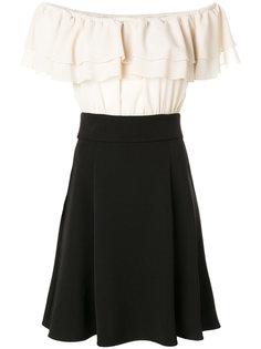 платье с открытыми плечами и оборкой  Blugirl