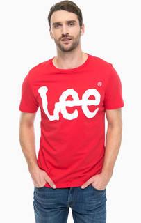 Красная футболка с логотипом бренда Lee