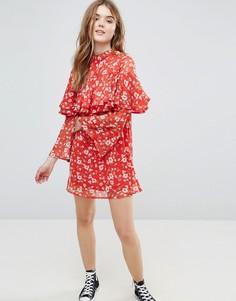 Платье с ярусными оборками и расклешенными рукавами Influence - Красный