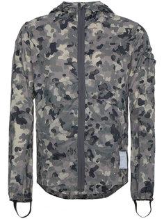 камуфляжная куртка-ветровка Satisfy