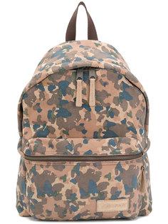 камуфляжный рюкзак с логотипом Eastpak