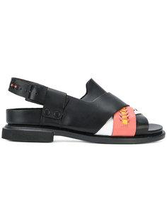 сандалии с перекрещивающимися ремешками и декоративной строчкой Camper